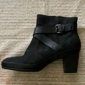Looks new.. CLARKS leather ankle boots